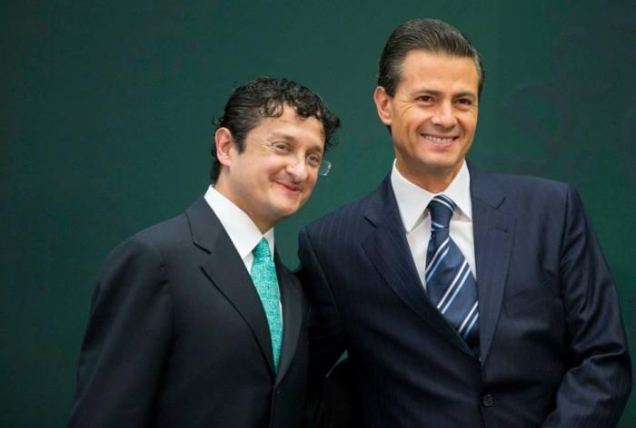 Virgilio Andrade (izq.) y Enrique Peña Nieto (der.)