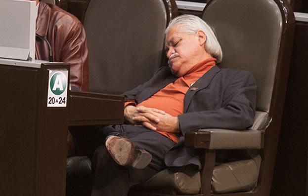 vctor-manuel-bautista-diputado-dormido
