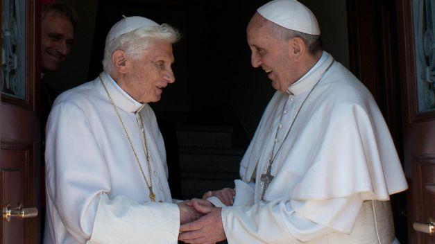 francisco-benedicto-xvi-vaticano-afp_tinima20130502_0868_5.jpg